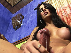 Viviany balls her bouncy dick till it creams